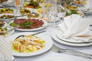 fork-buffets-served-luxury-banquet-table